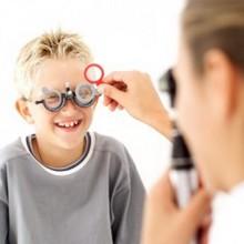 Регулярно посещаейте с ребенком окулиста
