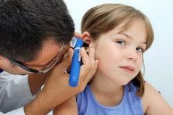 При первых признаках гнойного отита сразу же покажите ребенка врачу