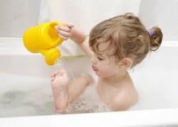 Девочка в ванее с слейкой