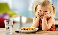 Девочка не хочет есть