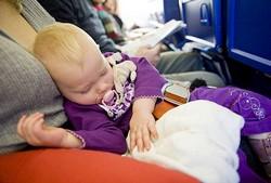 В самолете с ребенком, нюансы перелета