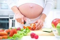 Будущей маме необходимо правильно питаться