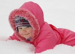 Девочка в снегу