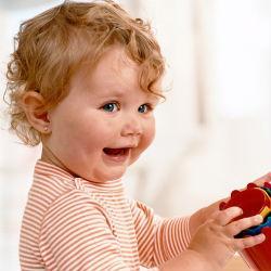 Проколотые уши у ребенка девочки