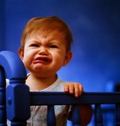 Ребенок кривляется, плачет, 2 года