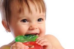 Как снять боль если у ребенка режутся зубы