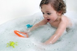 Девочка в ванне