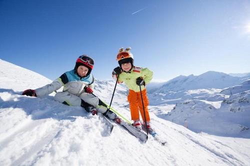 Дети на лыжах, зима