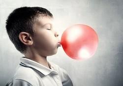 Что делать, если ребенок проглотил жвачку ?