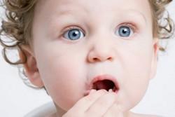 Ребенок проглотил жвачку