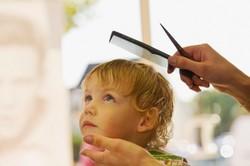 Первая стрижка ребенка. Что делать с волосами ?